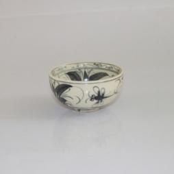 Bát cơm bằng sứ vẽ chuồn hoa văn tam thái cổ