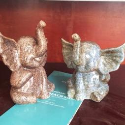 Tượng sứ chú voi con ngộ nghĩnh tặng bé