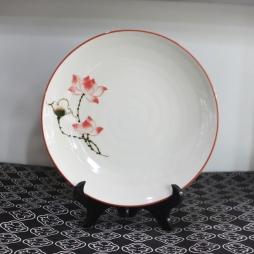 Đĩa sứ vẽ tay Sen chỉ hồng phi 22cm (Kem)