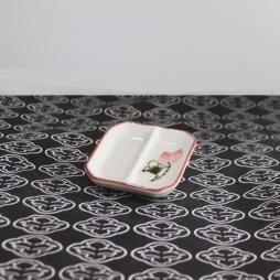 Khay gia vị bằng sứ vuông hai ngăn vẽ tay Sen chỉ hồng (Kem)